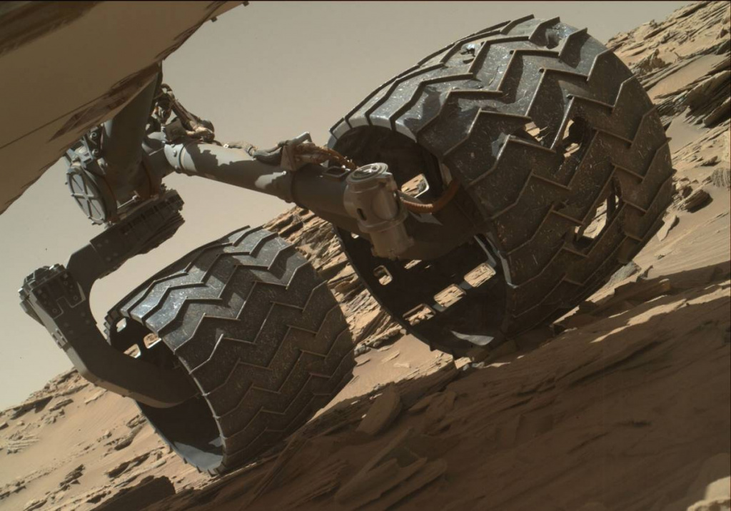 mars-inspection-rover-wheel-PIA20334.jpg